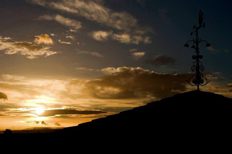 Puesta-sol-veleta-trípode-fotografía-paisaje