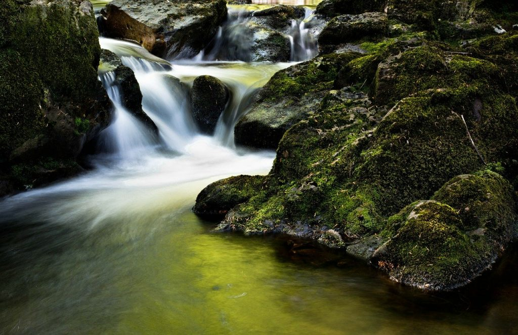 Trípode-baja-obturación-agua-sedosa